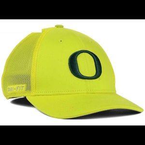new style faa9f a9446 Nike Accessories - 🆕 Oregon Ducks Nike Swoosh Flex Fit Cap NWT